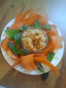 Hummus with carrot ribbons and mangetout